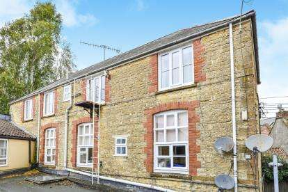 2 Bedrooms Flat for sale in 2C Market Street, Crewkerne, Somerset