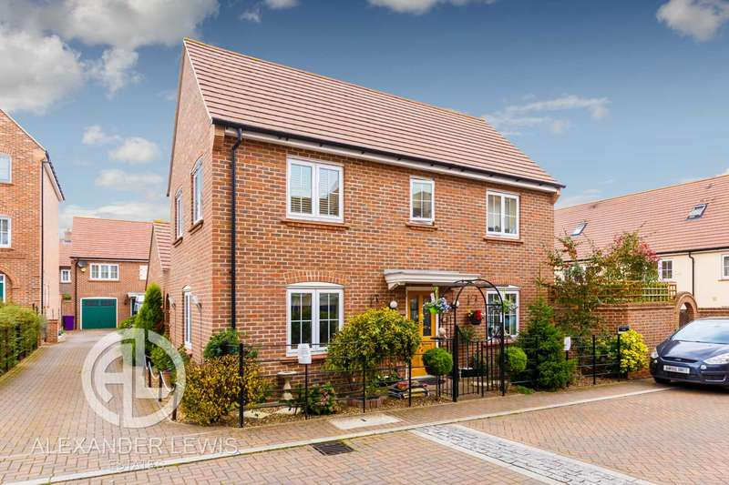 3 Bedrooms Detached House for sale in Lindsell Avenue, Letchworth Garden City SG6 4DQ