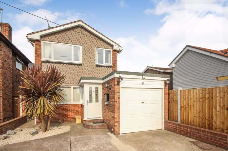 4 Bedrooms Detached House for sale in Clifton Road, Canvey Island - ROOM FOR ALL THE FAMILY