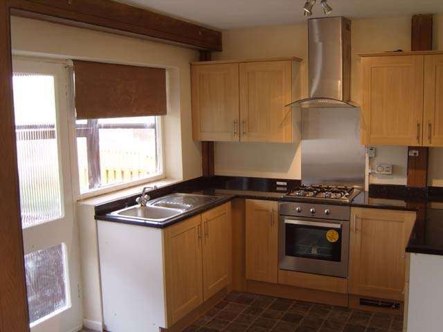 3 Bedrooms Semi Detached House for rent in Haxby Place, Sheffield, South Yorkshire, S13 7BS