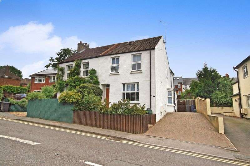 2 Bedrooms Property for sale in Alma Lane, Farnham
