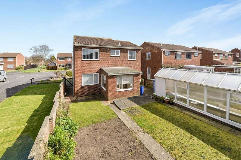 4 Bedrooms Detached House for sale in Pembroke Way, Whitby, YO21