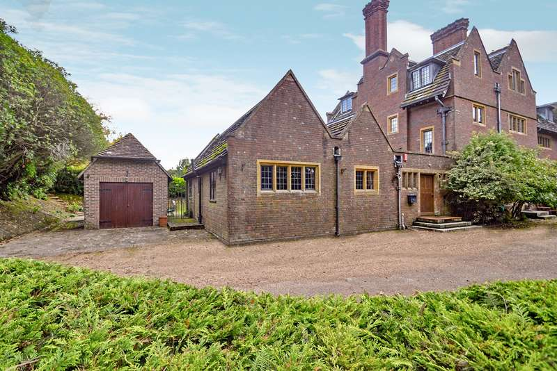 3 Bedrooms House for sale in Forest Grange, Horsham, West Sussex, RH12