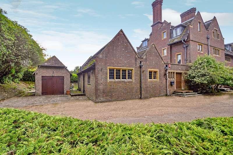 3 Bedrooms House for sale in Forest Grange, Horsham, West Sussex, RH12