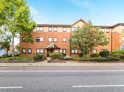 2 Bedrooms Flat for sale in High Road, Chadwell Heath, London