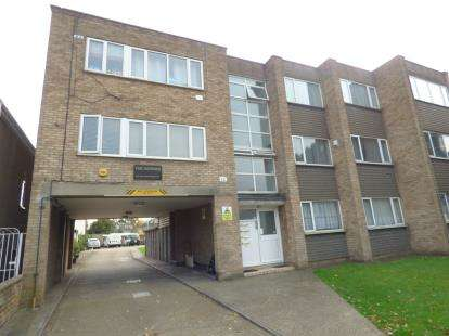 2 Bedrooms Flat for sale in Upminster Road South, Rainham, Essex