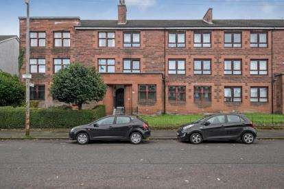 3 Bedrooms Flat for sale in Craigpark Drive, Dennistoun, Glasgow
