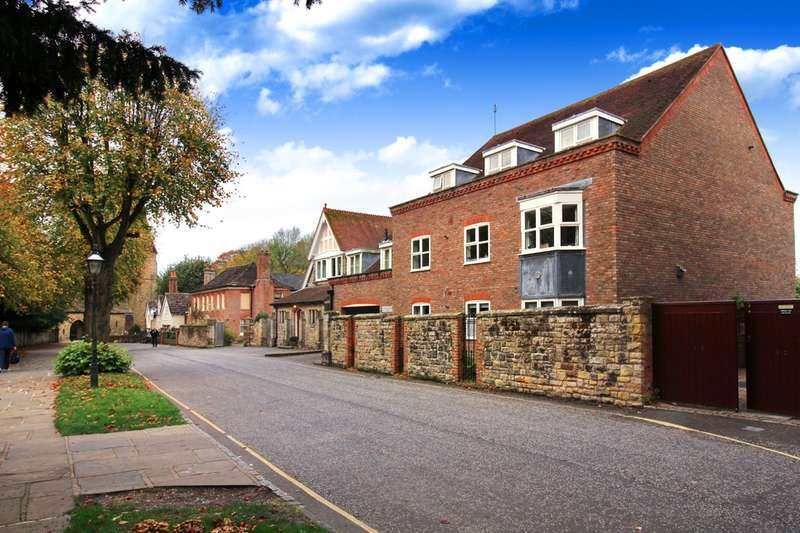 1 Bedroom Flat for sale in Bishops Court, Horsham