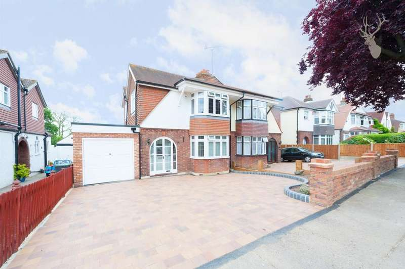 3 Bedrooms House for sale in Dukes Avenue, Theydon Bois, CM16