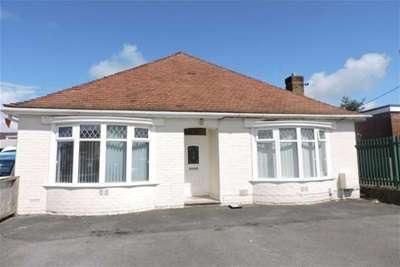 3 Bedrooms Bungalow for rent in Alexandra Road, Gorseinon