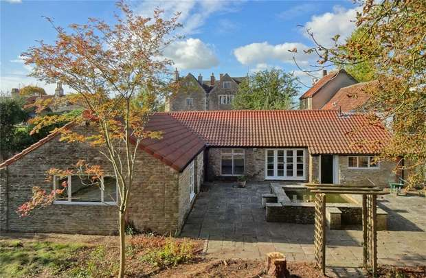5 Bedrooms Detached House for sale in Wool Hall Studios and 1 Wool Hall, Castle Corner, Beckington