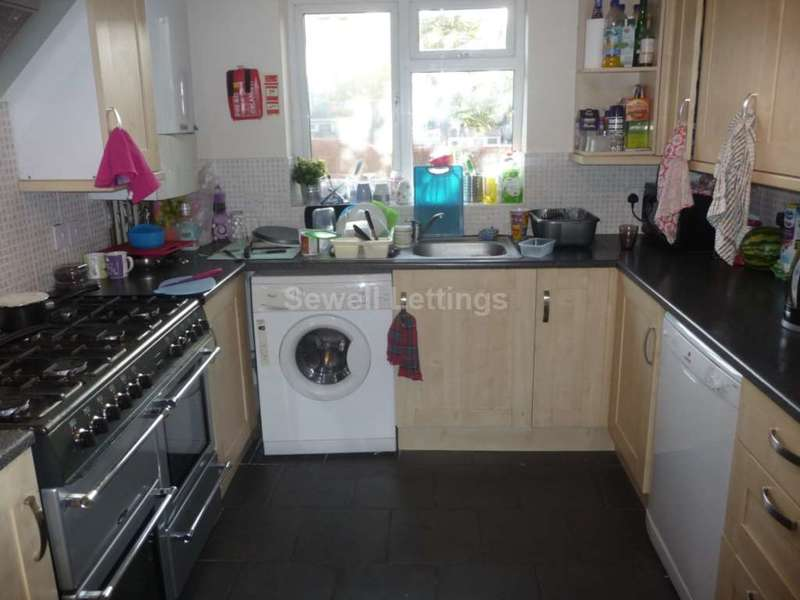 7 Bedrooms House for rent in Norris Road, Reading