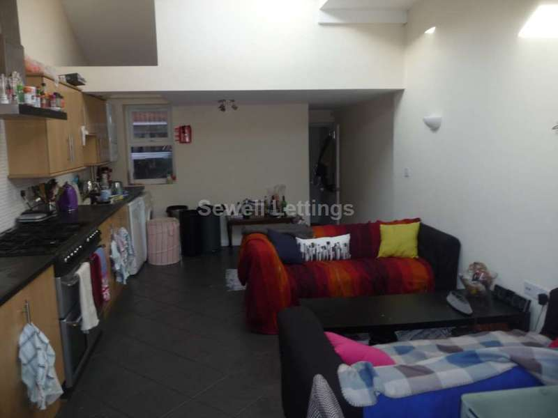 6 Bedrooms House for rent in Grange Avenue, Reading