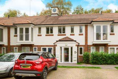 2 Bedrooms Flat for sale in Denmead, Waterlooville, Hampshire