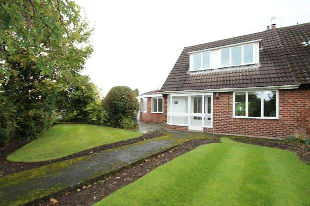 2 Bedrooms Semi Detached House for sale in Green Lane North, Timperley