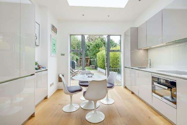 2 Bedrooms Flat for sale in Upper Park Road, Belsize Park, NW3