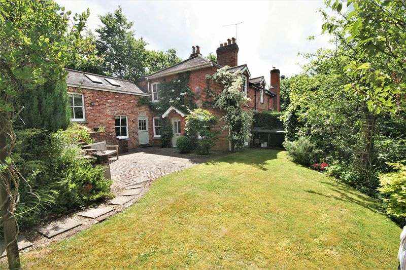 3 Bedrooms Property for sale in Underhill Lane Lower Bourne, Farnham