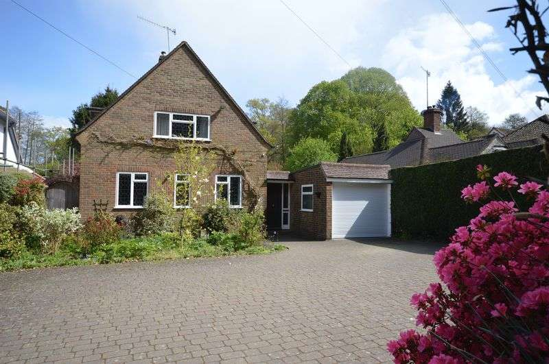 2 Bedrooms Property for sale in Midhurst Road, Haslemere