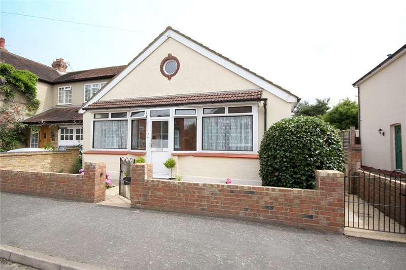 2 Bedrooms Detached Bungalow for sale in Park Avenue, Egham, TW20