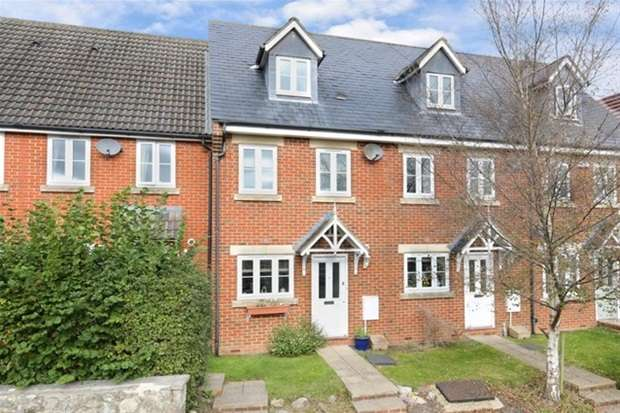 3 Bedrooms Terraced House for sale in Chestnut Tree Gardens, Warminster