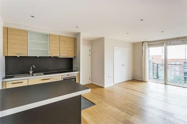 2 Bedrooms Flat for sale in The Heart, WALTON-ON-THAMES, Surrey
