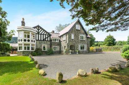 7 Bedrooms Detached House for sale in Rowen, Conwy, North Wales, LL32