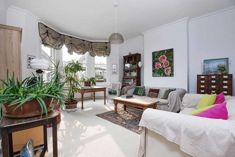 2 Bedrooms Flat for sale in St Saviour`s Road, Brixton