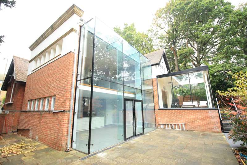 5 Bedrooms Detached House for sale in The Tarn Lodge, Court Road