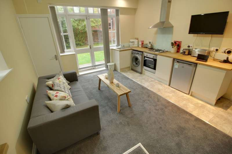 1 Bedroom Ground Flat for sale in Arlington House St. Augustines Road