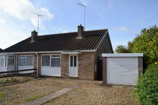 2 Bedrooms Semi Detached Bungalow for sale in London Road, Roade, Northampton NN7 2NL