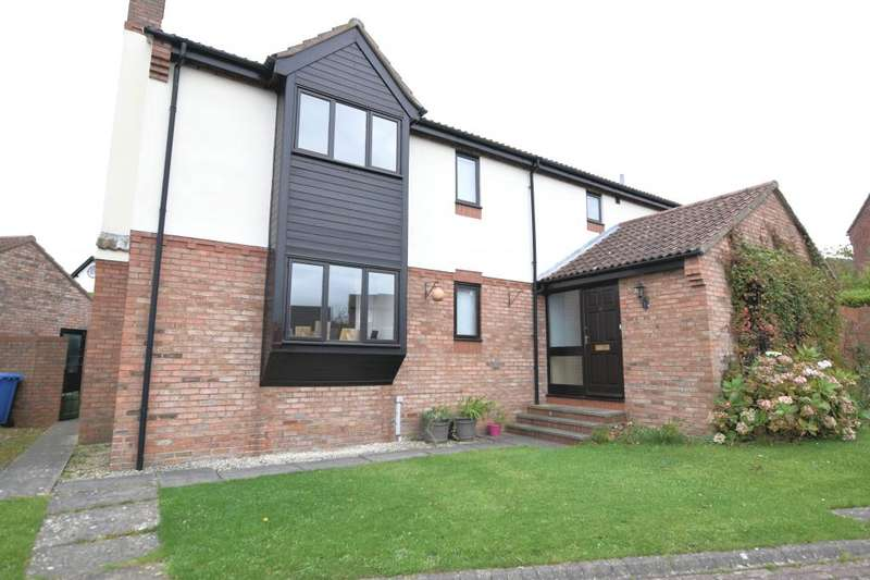 4 Bedrooms Detached House for sale in Oxpasture Close, Scarborough, North Yorkshire YO12 5HJ