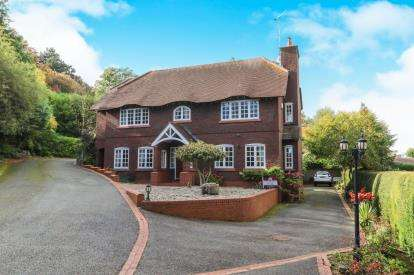 4 Bedrooms Detached House for sale in King's Crescent, Colwyn Bay, Conwy, LL29