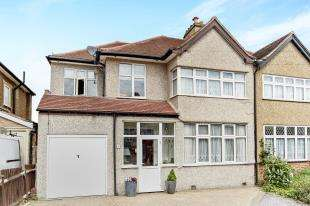 4 Bedrooms Semi Detached House for sale in Sandy Way, Shirley, Croydon, Surrey