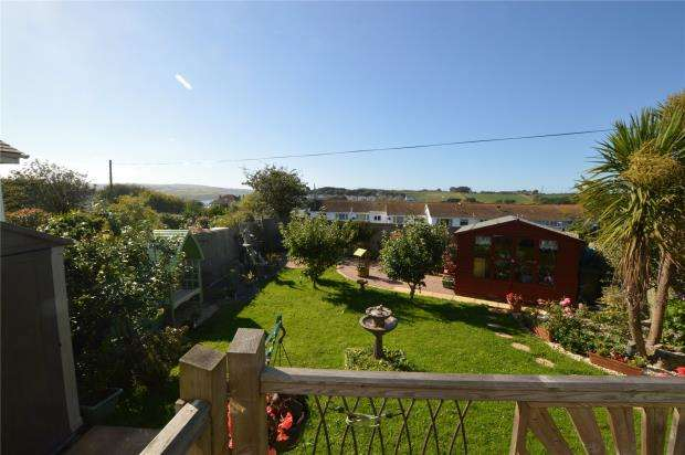 3 Bedrooms Bungalow for sale in Queensway Mews, Hayle, Cornwall