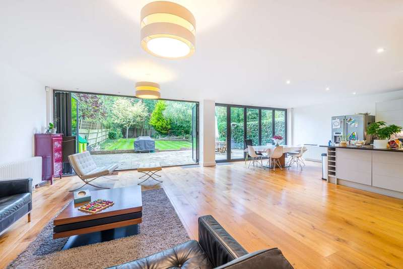 5 Bedrooms Detached House for sale in Salisbury Road, Worcester Park, KT4