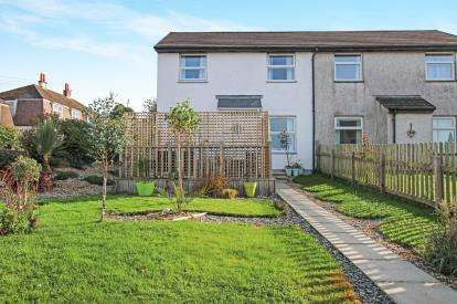2 Bedrooms Semi Detached House for sale in Lostwithiel, Cornwall, England