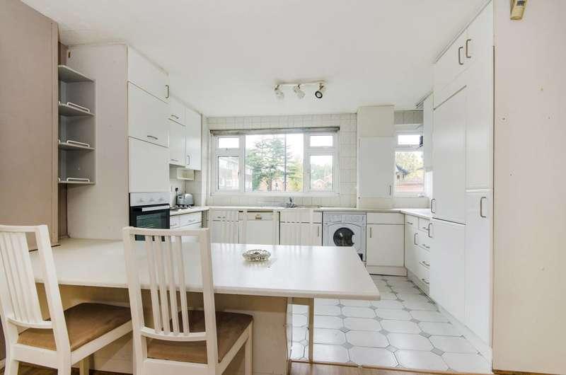 3 Bedrooms Maisonette Flat for sale in The Croft, Ealing Broadway, W5