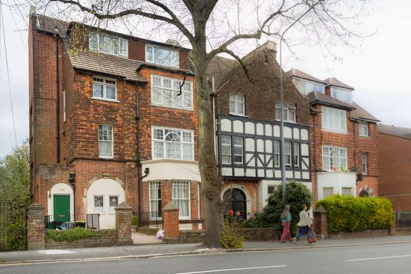 2 Bedrooms Flat for sale in London Road, St. Leonards-on-Sea, East Sussex, TN37