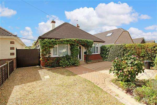 2 Bedrooms Bungalow for sale in New Road, Ringwood