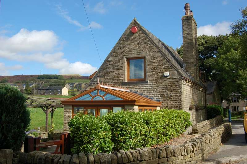 4 Bedrooms Detached House for sale in Hazelbrook Cottage, Hebden Bridge, HX7
