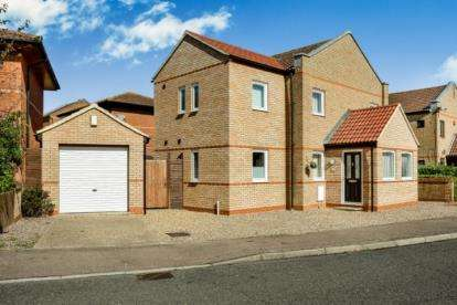 4 Bedrooms Detached House for sale in Redding Grove, Crownhill, Milton Keynes, Buckinghamshire