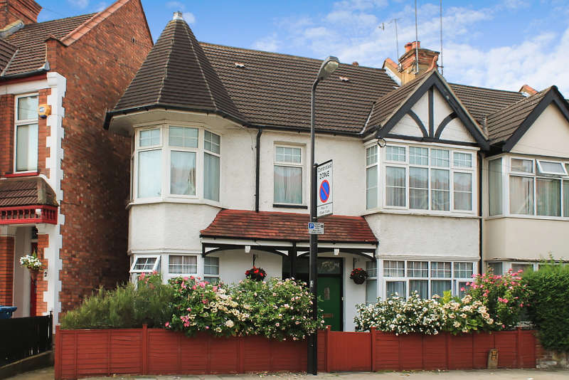 2 Bedrooms Flat for sale in Vaughan Road, West Harrow, HA1