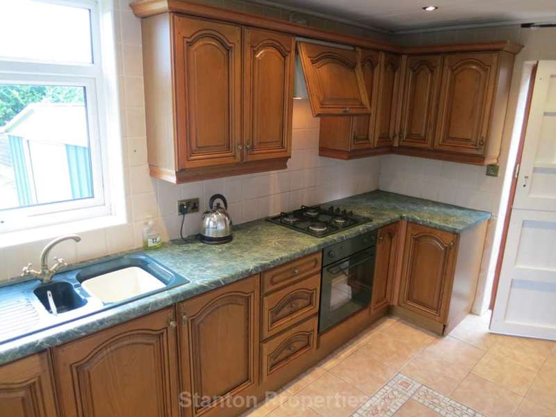 4 Bedrooms Semi Detached House for rent in Carrgate Road, Denton