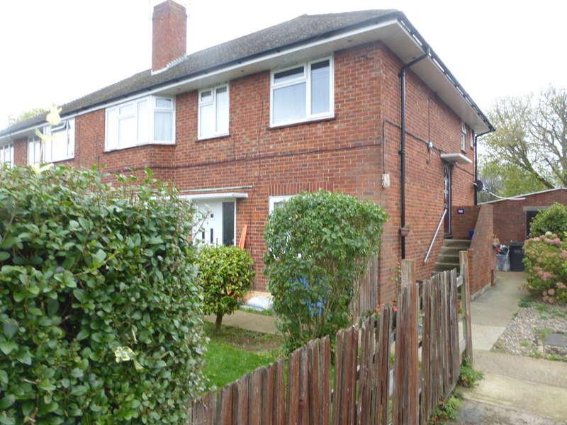 2 Bedrooms Ground Maisonette Flat for sale in King Henrys Drive, New Addington, Croydon, CR0 0AG