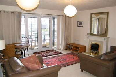 2 Bedrooms Flat for rent in Medina View, East Cowes