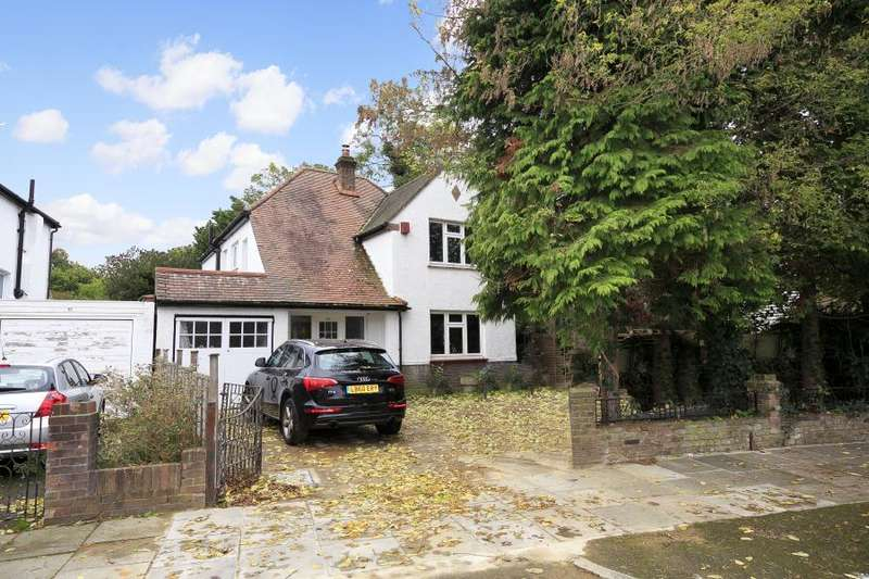 3 Bedrooms Detached House for sale in Spencer Road, Strawberry Hill, TW2
