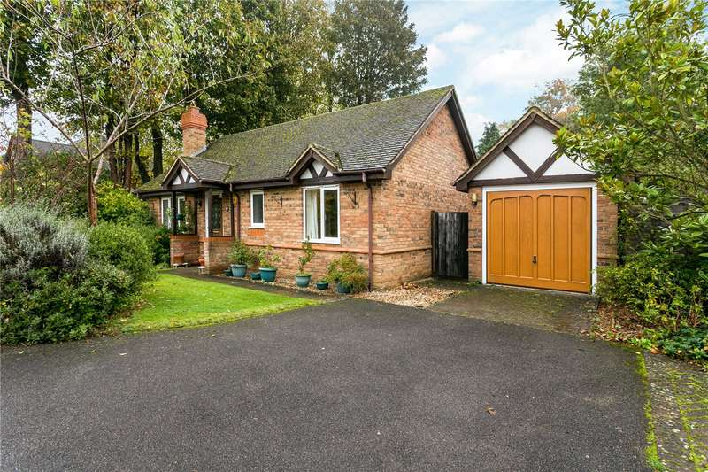 2 Bedrooms Detached Bungalow for sale in Eagle Close, Amersham, Buckinghamshire, HP6