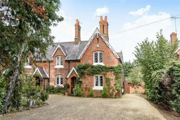 4 Bedrooms End Of Terrace House for sale in Reading Road, WOKINGHAM, Berkshire