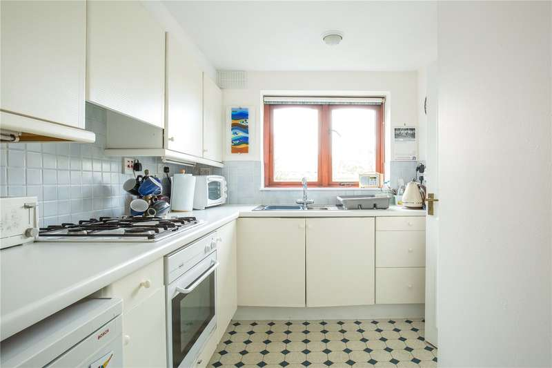 3 Bedrooms Maisonette Flat for sale in Everdale Court, The Causeway, East Finchley, London, N2