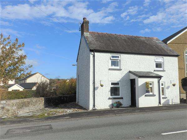 2 Bedrooms Detached House for sale in Chapel House, PORTHYRHYD, Carmarthen